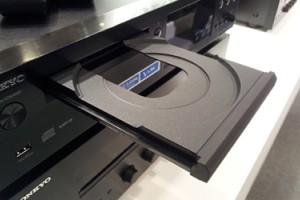 ONKYO C-N7050 - оригинальный CD-плеер с сетевыми функциями