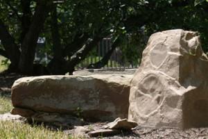 Klipsch AWR-650-SM: имитирующие камни уличные колонки