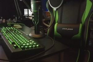 Dxracer OH/KF57/NE – зеленый геймерский трон