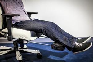 Dxracer OH/CS120/N/FT – новинка с подставкой для ног